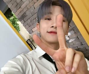 idol, 몬스타엑스, and kpop image