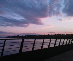 atardecer, muelle, and cielo image