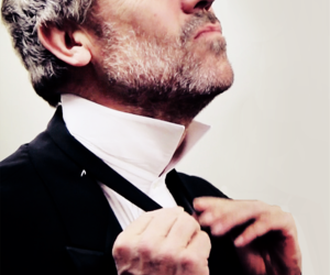 house md, hugh laurie, and suit image