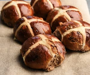 bread, hot cross bun, and foodporn image