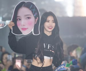 concert, kpop, and leader image