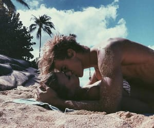 aesthetic, beach, and kiss image