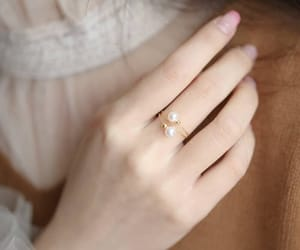 chic, pearl, and elegance image