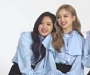 hyewon, loona, and gowon image