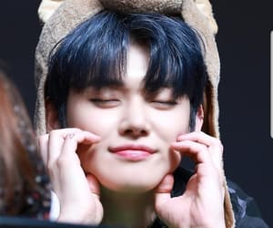 crown, yeonjun, and tomorrowxtogether image