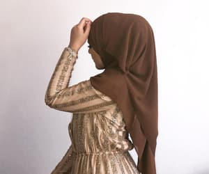 hijab and hijâbi image