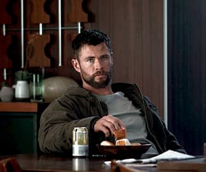 gif, chris hemsworth, and Marvel image