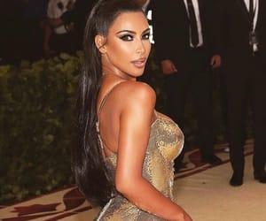 kim kardashian, we heart it, and kourtney kardashian image