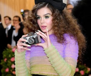 met gala and hailee stanfield image
