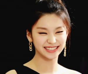 girl, leader, and hwang yeji image
