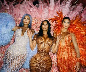 fashion, kim kardashian, and kendall jenner image