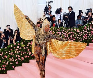 gold, metgala, and wings image