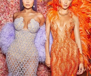 kendall jenner, kylie jenner, and met gala image