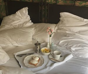 style and breakfast in bed image