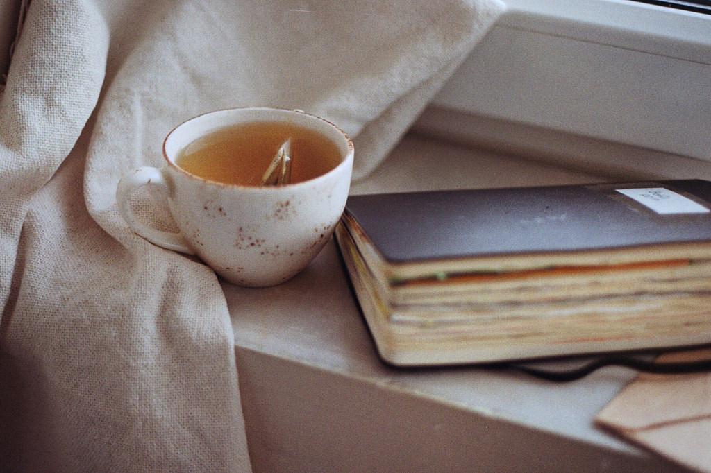 этом есть фото с книгой и чаем оттенки ткани