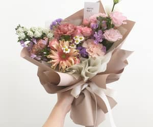 beige, bouquet, and Fleurs image