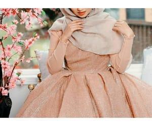 dress, hijab, and iraq image