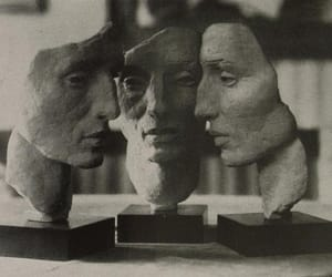 face and sculpture image