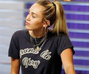 miley cyrus and singer image
