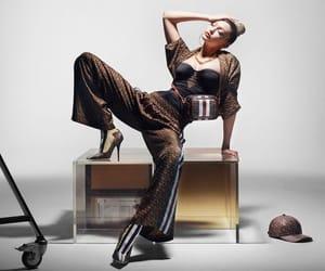 belleza, moda, and Burberry image