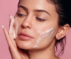 kylie jenner, beauty, and skincare image