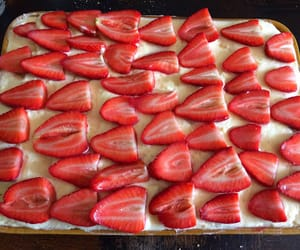 baking, strawberry, and recette image