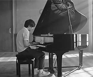 gif, piano, and louis tomlinson image