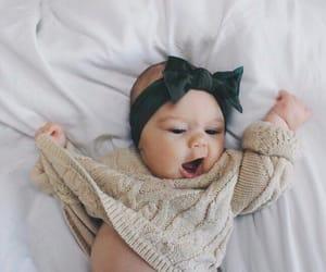 baby, menina, and laco image