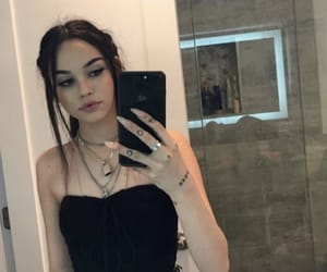 maggie lindemann and girls image