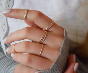 beauty and rings image