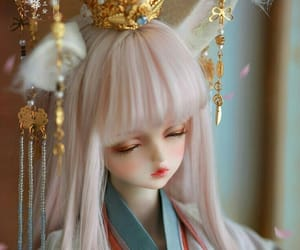 ball-jointed doll, chinese doll, and beautiful girl image