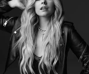 Avril Lavigne, famosos, and black and white image