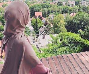 hijab, stylé, and hijâbi image