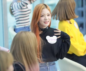 lee chaeyoung and fromis_9 image