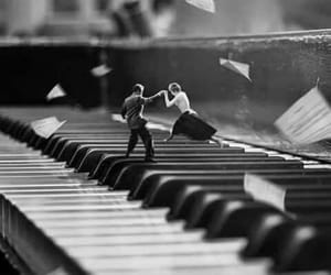 lovers and piano image