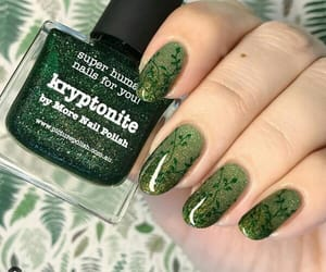 green nails, manicure, and nailart image