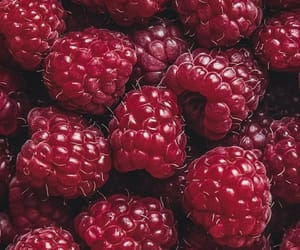 raspberry and wallpaper image