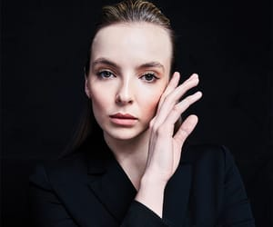 jodie comer and killing eve image