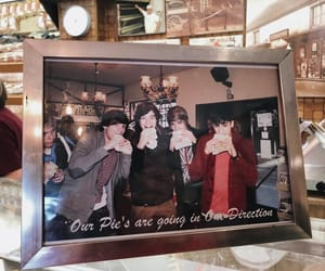 They showed us fetus One Direction picture! 🤓