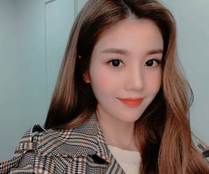 girl, eunbi, and icon image