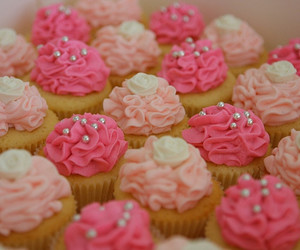 pink, mini cupcakes, and engagement cupcakes image