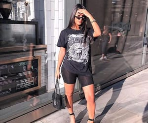 outfit and tenue image