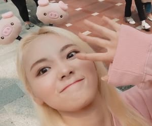 jinsoul, loona, and loona lq image