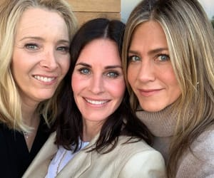 friends, Lisa Kudrow, and Jennifer Aniston image