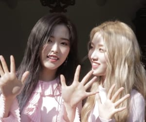 lq, hyewon, and loona image