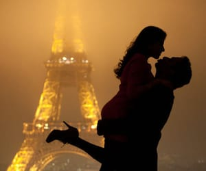 cuple and eiffel tower image