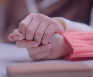 aesthetic, hands, and pink image