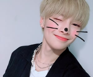 in, twitter, and jeongin image