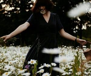 flowers, girls, and ﺭﻣﺰﻳﺎﺕ image