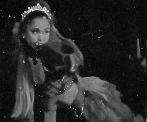 Queen, ariana, and sweetner image